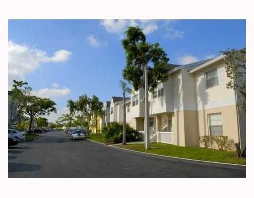 Antigua at Country Club of Miami Condo - Hialeah, FL