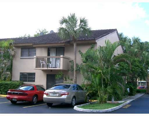 Kendall Lakes East Patio Condo - Miami, FL