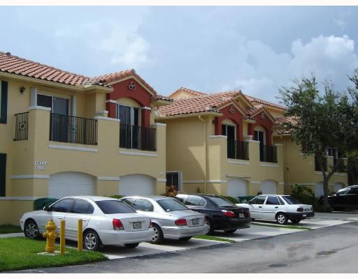 Condoreports Com Villas At The Hammocks Condo Miami