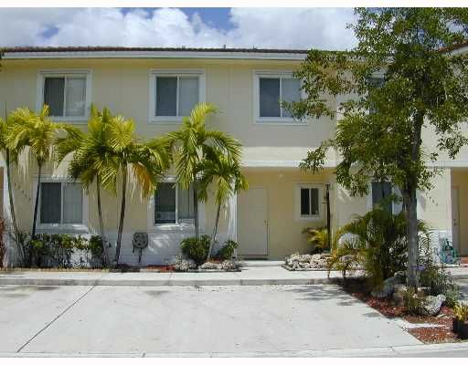 Weitzer Serena Lakes Townhomes PH 1 - Miami, FL