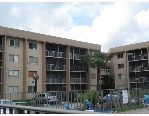 Country Lane Condo II - Hialeah, FL