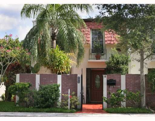 Cherry Grove Townhouses - Miami, FL