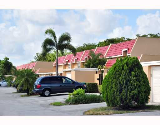 Country Club of Miami - Fairway Townhouses - Hialeah, FL