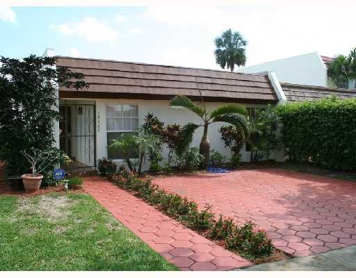 Miami Lakes Lake Hilda Townhouse - Miami Lakes, FL
