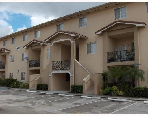 Poinciana Lakes Villas Condo 1 - Miami, FL
