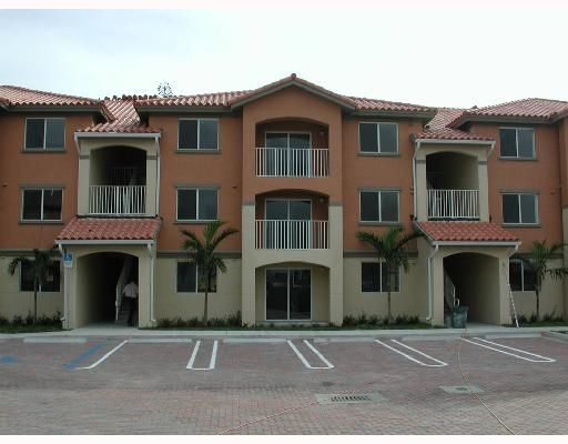 The Oaks at Miami Gardens Condo - Miami Gardens, FL