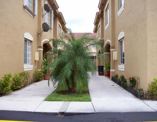 Tropical Court Villas Condo No 2 - Hialeah, FL