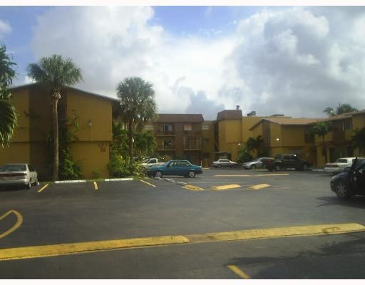 West Flagler Heritage No 2 Condo - Sweetwater, FL