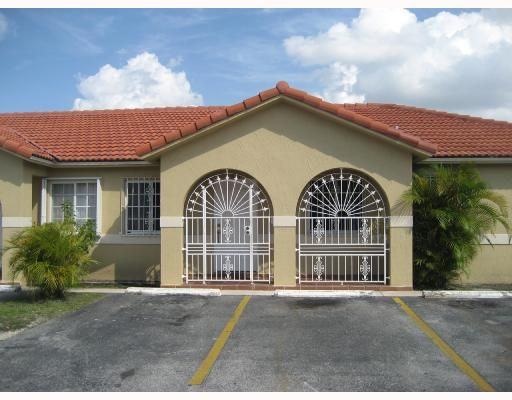West Palm Villas V Condo - Hialeah, FL