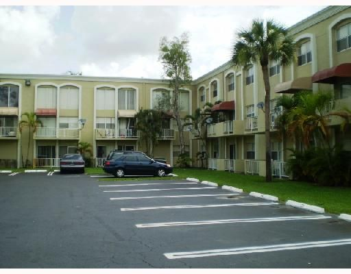 Venetian Gardens @ Country Club Of Miami Condo - Hialeah, FL