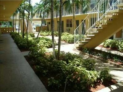 Waterview  Courtyards Condo - North Miami Beach, FL